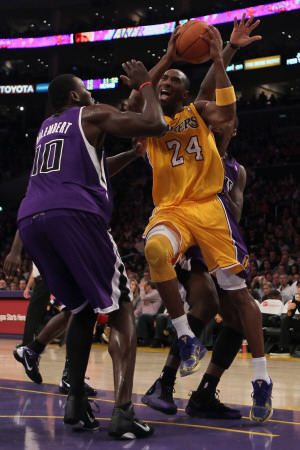 Sacramento Kings v Los Angeles Lakers: Kobe Bryant and Samuel Dalembert Photographie