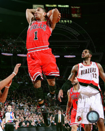 Derrick Rose 2010-11 Slam Dunk Action basketball photo
