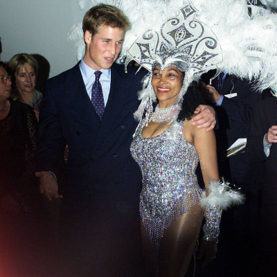 Prince William in Edinburgh with local dancer Luciana, Sept 2001 Fotografisk tryk