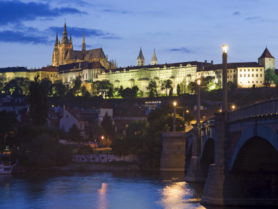 Prague Castle and St Vitus Cathedral at Dusk Photographie