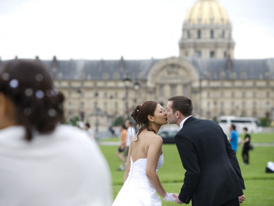 Wedding Couple Kissing with Les Invalides in Background Photographic Print by Lou Jones