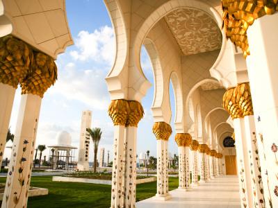 Exterior Archway of Sheikh Zayed Bin Sultan Al Nahyan Mosque Fotografisk tryk