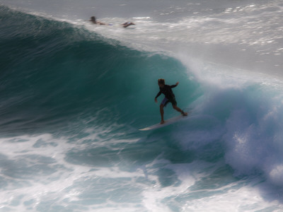 Surfing on Honolua Bay, Kapalua, Hawaii, USA Photographic Print by Douglas Peebles