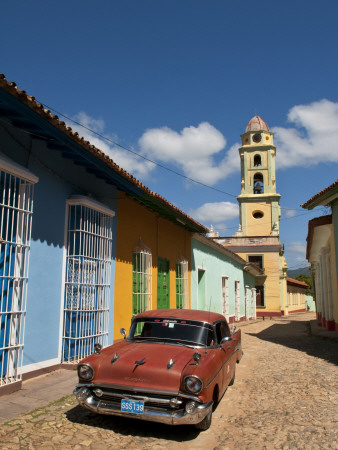 Old Classic Chevy on Cobblestone Street of Trinidad, Cuba Photographie