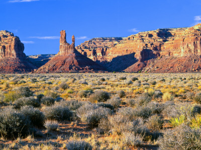 Pinnacles and Buttes in Valley of the Gods, Monument Valley, Utah, USA Lámina fotográfica