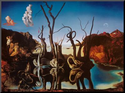 Zwanen met olifanten als spiegelbeeld in het water, ca.1937 Kunst op hout van Salvador Dalí