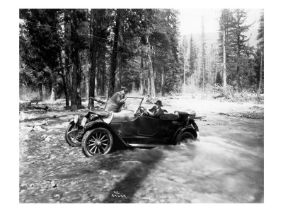 Auto Fording Clear Creek, Yakima, 1918 Premium Giclee Print by Asahel Curtis