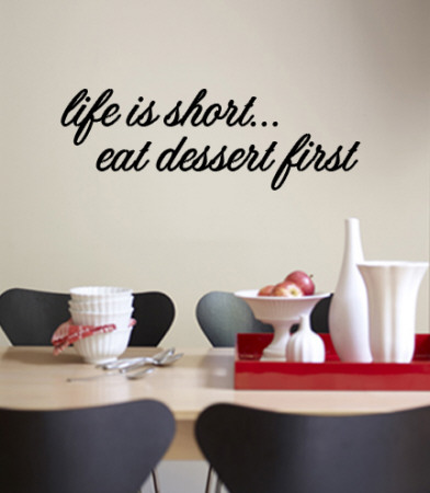 Life is short. Eat dessert first. Väggdekal