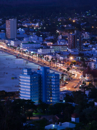 Buildings Lit Up at Dusk, Piriapolis, Maldonado, Uruguay Fotografie-Druck