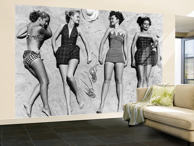 Models Sunbathing, Wearing Latest Beach Fashions Fototapete – groß