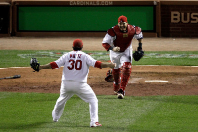 Game 7 - Rangers v Cardinals, St Louis, MO - October 28: Jason Motte and Yadier Molina Photographie