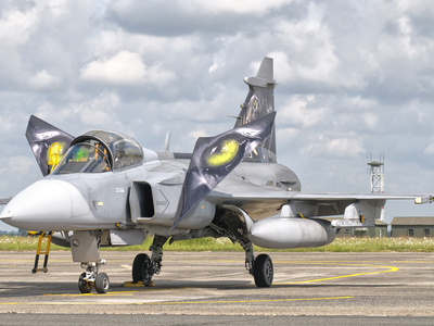 http://cache2.allpostersimages.com/p/LRG/61/6125/9EOF100Z/plakaty/stocktrek-images-a-jas-39-gripen-of-the-czech-air-force-at-cambrai-air-base-france.jpg