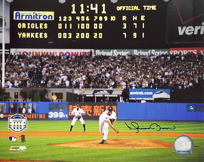 Mariano Rivera Autographed Final Pitch at Yankee Stadium Scoreboard Photograph Foto