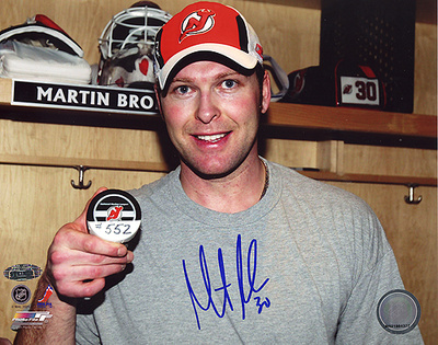 Martin Brodeur Pose With 552nd Puck Autographed Photo (Hand Signed Collectable) Photographie