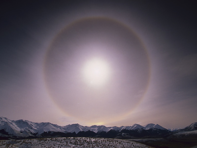 Sun Halo over Southern Alps, Caused by Ice Crystals in the Air, Castle Hill, New Zealand Fotografisk tryk