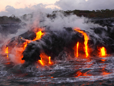 Hot Magma Spills into the Sea from under a Hardened Lava Crust Fotografisk tryk af Patrick McFeeley