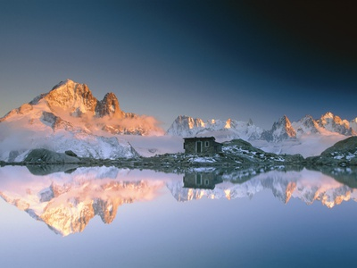 Aiguilles de Chamonix and and Mont Blanc reflected in Lac Blanc at sunset Fotoprint av Frank Lukasseck