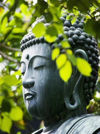 Buddha in Senso-ji Temple Garden Fotoprint av Bruno Ehrs