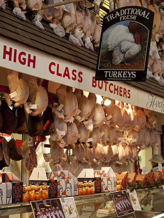 UK, Oxford, A Well-Stocked, 'High Class' Butcher Selling Christmas Turkeys in Oxford's Covered Mark Fotografie-Druck von Niels Van Gijn