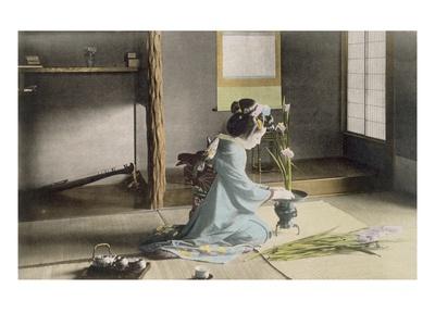 Girl Arranging Flowers (Hand Coloured Photo) Premium Giclée-tryk af  Japanese Photographer