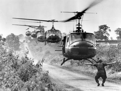 Vietnam War US Helicopters Fotoprint av Horst Faas