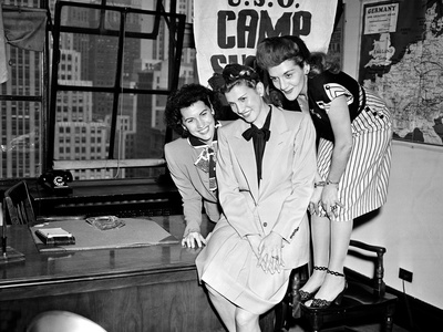 USO Andrews Sisters Photographic Print