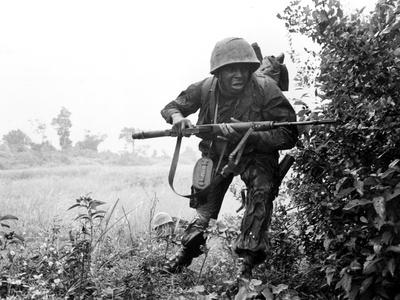 Vietnam War U.S. Soldier Photographic Print by  Associated Press
