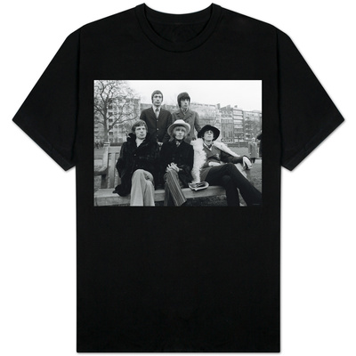 Rolling Stones Sitting on Bench in Park Camisetas