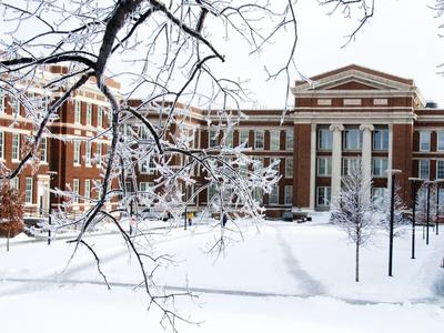 University of Cincinnati - Winter Falls on Campus Foto