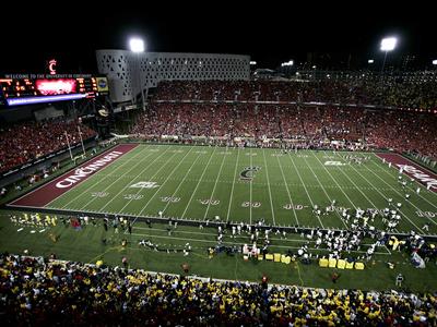 University of Cincinnati - Nippert Stadium under the Lights Foto