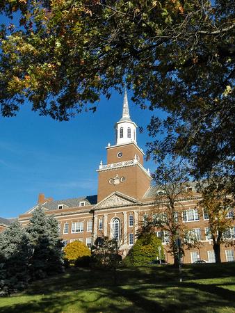 University of Cincinnati - McMicken Hall Through the Trees Foto