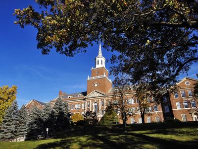 University of Cincinnati - Blue Skies over McMicken Hall Foto