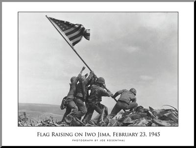 Vlajka stoupající nad Iwo Jimu, c.1945 Reprodukce aplikovaná na dřevěnou desku