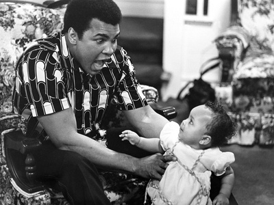 Muhammad Ali - 1977 Photographic Print by Ozier Muhammad