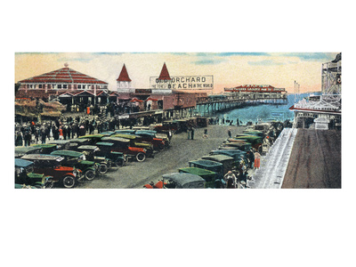 Old Orchard Beach, Maine - Crowds and Parked Cars Near Pier Scene Posters van  Lantern Press