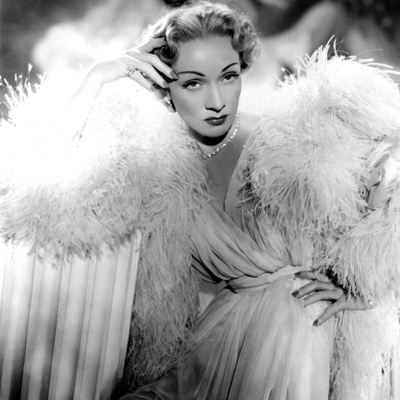 Stage Fright, Marlene Dietrich (Wearing a Christian Dior Design), 1950 Foto