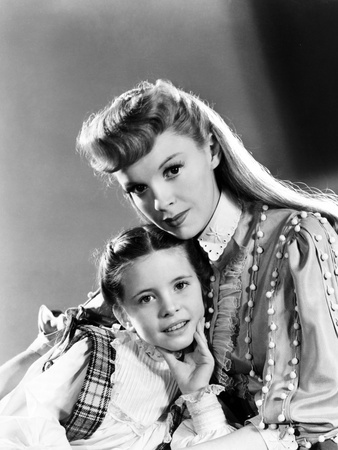 Meet Me in St. Louis, Margaret O'Brien, Judy Garland, 1944 Photo