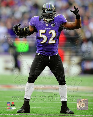 Ray Lewis dances at the end of his final game in Baltimore, January 6, 2013 Photo