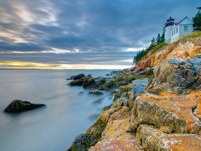 Bass Harbor Head Lighthouse, Bass Harbor, Mount Desert Island, Acadia Nat'l Park, Maine, USA Stampa fotografica di Alan Copson