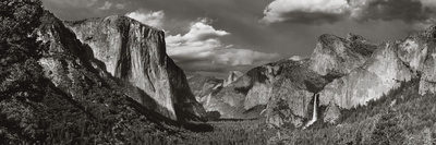 Yosemite Valley, Yosemite Nat'l Park, UNESCO World Heritage Site, Yosemite, California, USA Photographic Print by Antonio Busiello