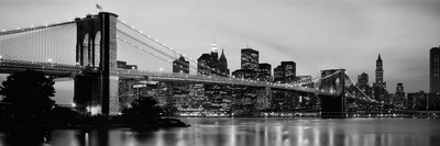 Brooklyn Bridge across the East River at Dusk, Manhattan, New York City, New York State, USA Fotografisk tryk af Panoramic Images,