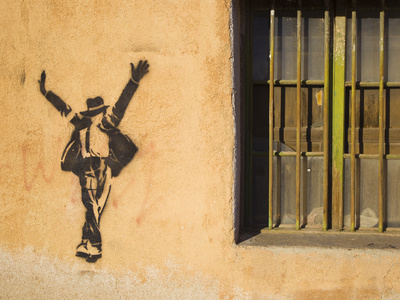 Michael Jackson Stenciled on a Wall Near a Window Fotografie-Druck von Mike Theiss