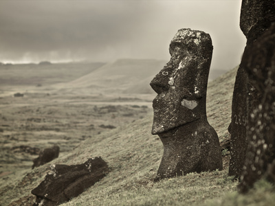 Moai on a Hill on Easter Island Fotoprint av Jim Richardson