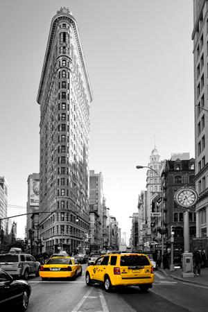 Flatiron Building - Taxi Cabs Yellow - Manhattan - New York City - United States Fotografie-Druck von Philippe Hugonnard