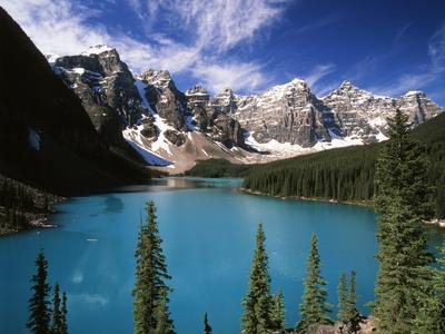 Wenkchemna Peaks Reflected in Moraine Lake, Banff National Park, Alberta, Canada Fotografisk tryk af Adam Jones