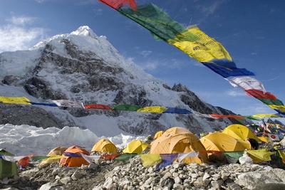 Tents of Mountaineers Scattered Along Khumbu Glacier, Base Camp, Mt Everest, Nepal Fotoprint av David Noyes