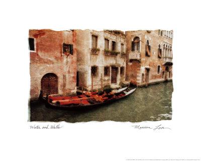 水路と建物の壁 高画質プリント : モリーン・ラブ