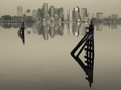 East Boston, Financial District from Logan Airport, Boston, Massachusetts, USA Kunst op metaal van Walter Bibikow