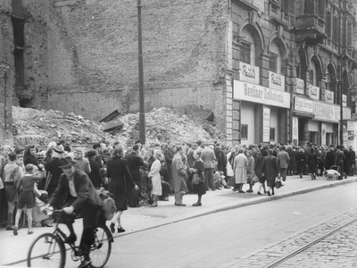 East Berliners Queueing in Front of a Currency Exchange Point in Invalidenstrasse, Berlin-Mitte,… Photographic Print by  German photographer