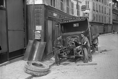 Repairing a British Lorry, Meaux, 1914 Photographic Print by Jacques Moreau